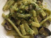 Pasta con vongole e asparagi