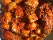 Rome recipe: Gnocchi con sugo di salsiccia e spuntature