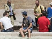Rome police warn tourists of fountain ban