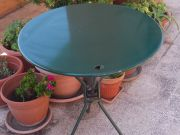Foldable round steel table