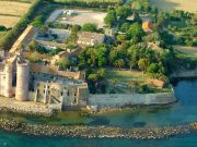 Hostel at beach-side castle near Rome