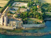 Hostel at beach-side castle near Rome