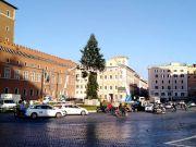 Rome's Christmas tree becomes #Spezzacchio