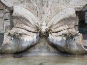 Tourist fined for getting into Bernini fountain in Rome