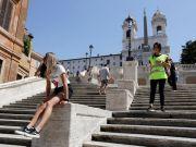 Rome bans sitting on Spanish Steps