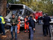 Rome bus crashes into tree: 14 injured