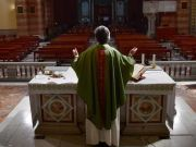 Coronavirus: Italy to lift public Mass ban on 18 May
