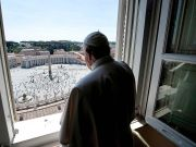 Public returns to St Peter's Square for pope's blessing