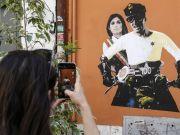 Alberto Sordi and Rome mayor in motorbike mural
