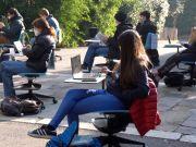 Covid-19: Italy's high school students demand return to classroom