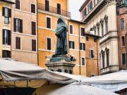 The statue of Giordano Bruno in Campo dei Fiori