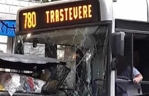 Rome bus crashes into bins