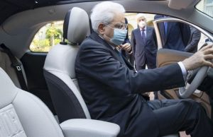 Electric Fiat 500 presented to President of Italy