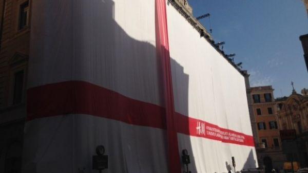 New h m store opens in rome wanted in rome for Corner via del corso roma