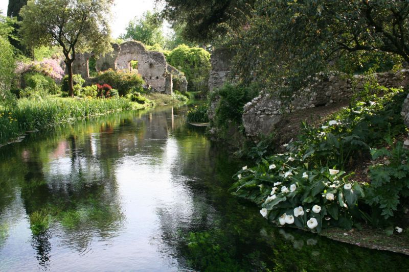 Guide to gardens around rome wanted in rome for Giardini di ninfa orari apertura 2015