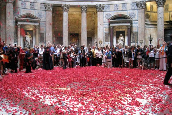 Rose Petals At The Pantheon Wanted In Rome