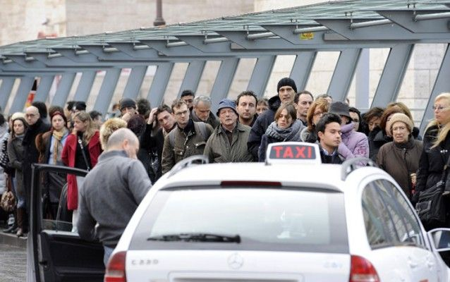 Taxi strike at Rome's Fiumicino airport on 25 October