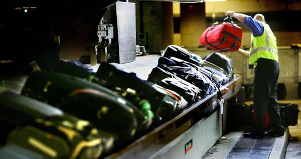 handlers caught stealing luggage in Fiumicino airport
