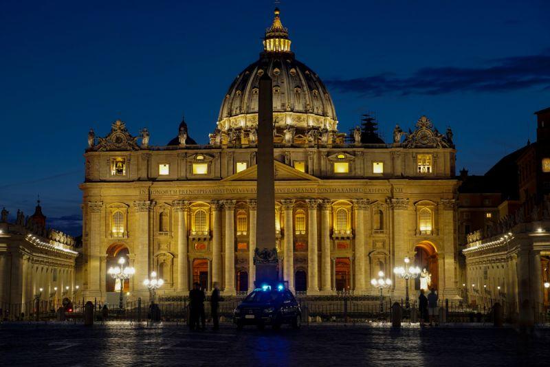Coronavirus: Vatican seals off St Peter's - Wanted in Rome