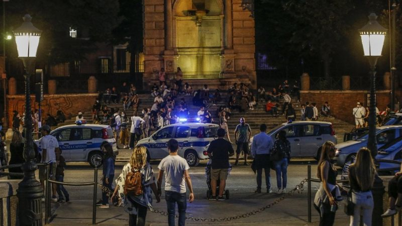 Italy seeks to recruit 60,000 volunteers to police post-lockdown crowds