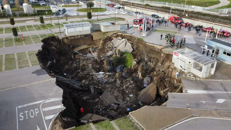 Patients Evacuated from Italy Hospital as Sinkhole Swallows Cars Parked Outside