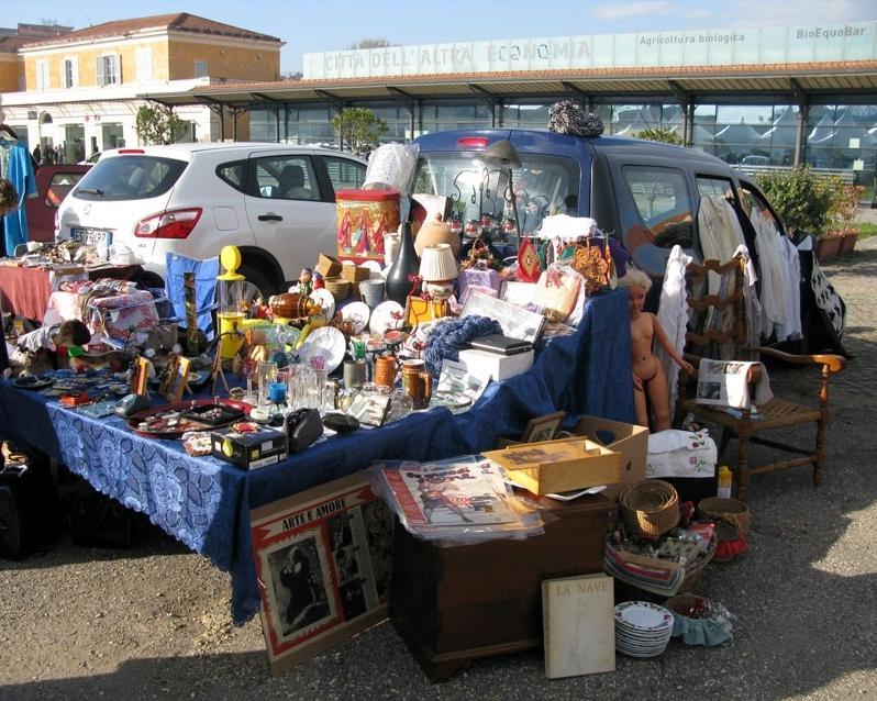 Rome 39 s christmas markets wanted in rome for Bric a brac napoli arredamento